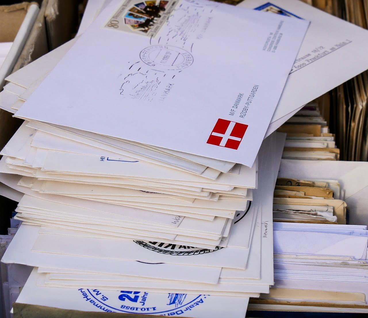 jak zaadresować kopertę i wysłać list