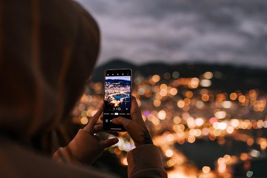 robienie zdjęcia smartfonem